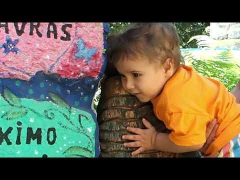 ECOALDEAS Ecoaldea Vegetariana Espiral : Abrazo y saludo a Buda de un niño de un año