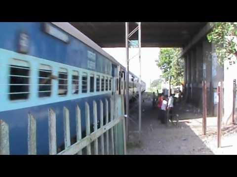 ET WAM-4 6P charged Shridham Superfast vandalises crowded Faridabad New Town mercilessly