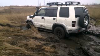 Opel Monterey в грязи