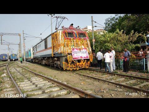 02437 Allahabad Humsafar Express arriving at Allahabad for Inaugural Run