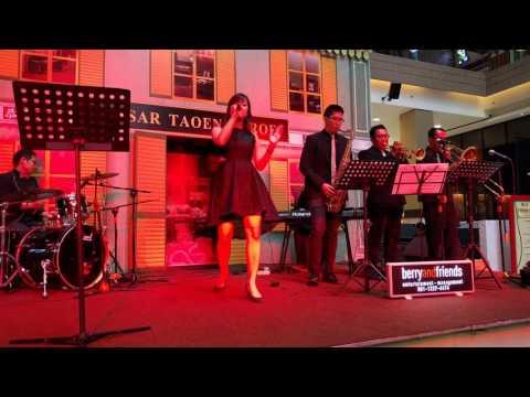Evelyn Sunshine - Wo De Bu Dao Ni De Ai Qing - Shanghai Jazz @ Kota Kasablanka