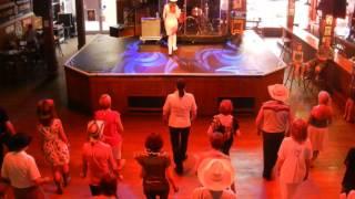 DOWN ON THE BAYOU Line Dance (Démo) - Séverine Moulin Billy Bob's