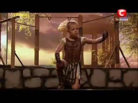 Видео: 7 летний качок на турнике финал
