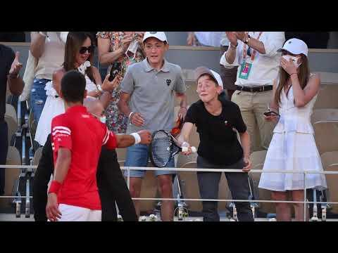 La photo de la semaine: la joie d'un garçon qui reçoit la raquette de Djokovic à Roland-Garros.