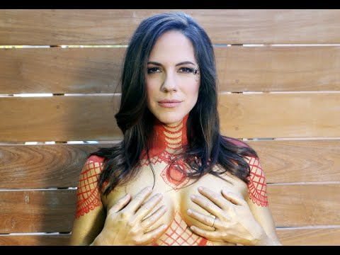 Anna Silk's Nude Pregnancy Photoshoot || ET Canada