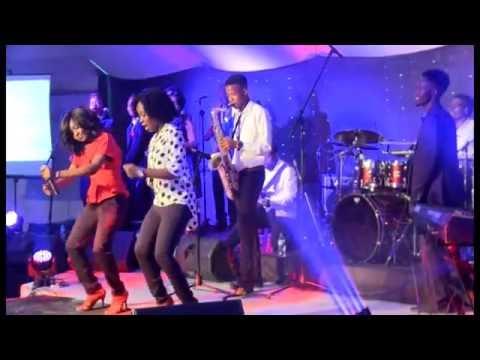 Newie - Praise Medley (Looku looku/When Jesus)