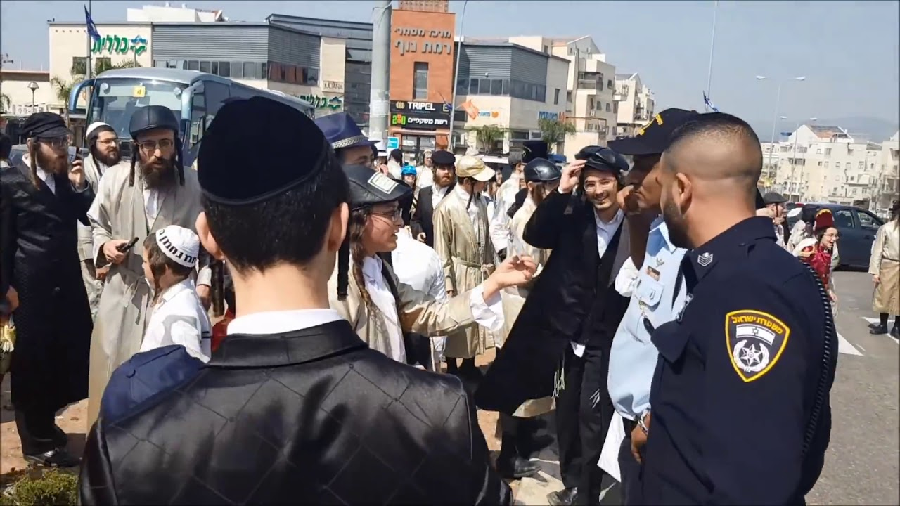 שמחת פורים בקסבה בבית שמש | Chareidi Extremists Attack Police Responding In Beit Shemesh On Purim