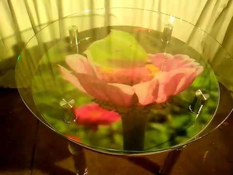 Круглый стеклянный стол для кухни.