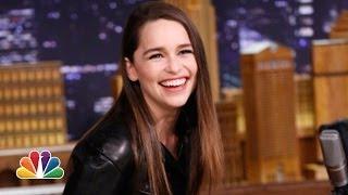 Repeat youtube video Emilia Clarke Recalls Her Game of Thrones Audition