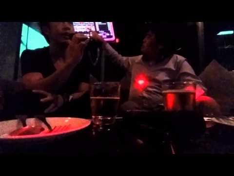 Yoo puer rak at karaoke.