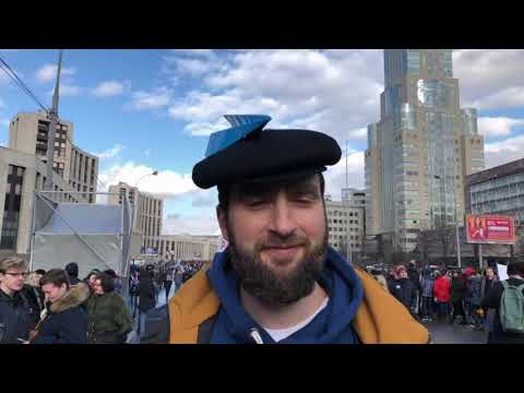 """""""Hands off the internet"""": Russians take to the streets against a cybersecurity bill 
