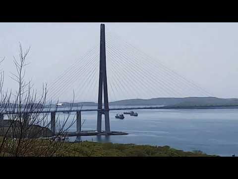 Новостройки Владивостока с видом на мост на остров Русский