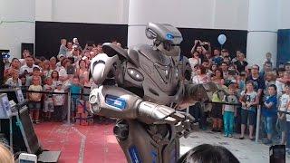 Танцуют роботы! Робот Титан(В субботу ходили с ребенком на выставку роботов на ВДНХ (2 павильон) и попали на шоу