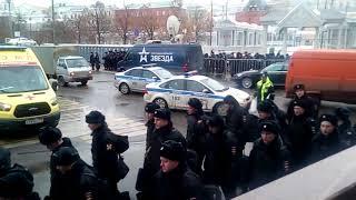 Центр Москвы,стягивают войска перекрыты красная площадь! К чему бы это?