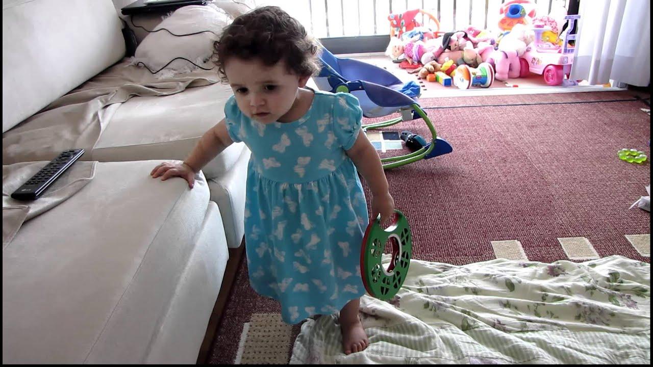 Juju bebe cantora 1 ano e 4 meses youtube for Jardineira bebe 1 ano