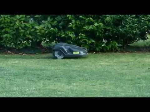 automower husqvarna un robot tondeuse silencieux youtube. Black Bedroom Furniture Sets. Home Design Ideas