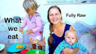 WHAT 2 FAMILIES EAT IN A DAY (lifewithsandyandbenni) RAWVEGAN