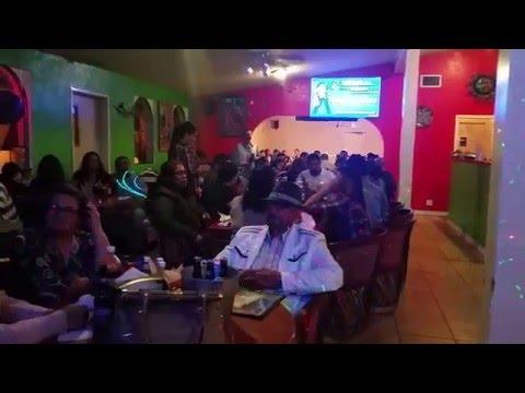 Viernes De Karaoke en el Pantano de Woodland