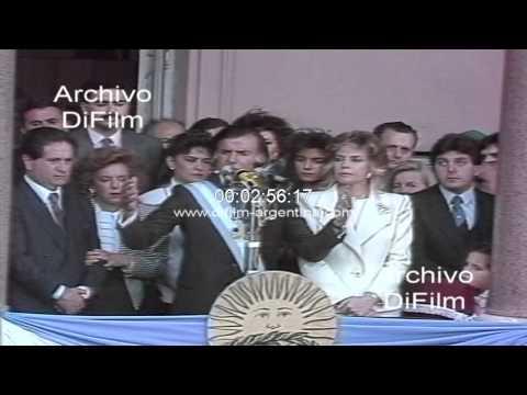 DiFilm - Asume Carlos Menem - discurso en balcon Casa Rosada 1989