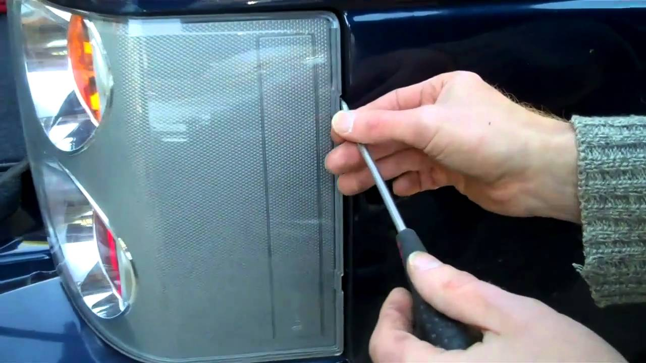 How To Change The Rear Lights On A Range Rover L322 Youtube