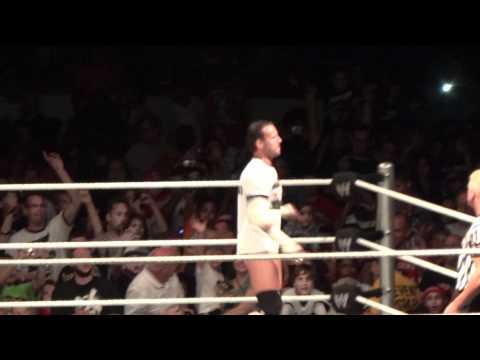 WWE House Show 9/3/11 Trenton NJ: CM Punk Vs. Alberto Del Rio (1/3)