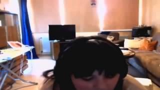 Mädchen Singt für Justin Bieber ein Scheiß Lied!
