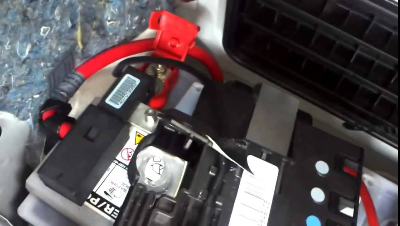 How to remove and replace Car battery DYI BMW 3 series E90,E91,E92 ...