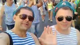 Смотреть видео Слава ВДВ. Питер. Миллионая улица онлайн