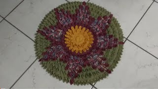 Tapete redondo de biquinhos (flor)