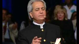 "Benny Hinn sings ""PRAISES TO YOUR NAME"" (2008)"