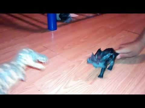 Dinosaur vs 3 horned dinosaur