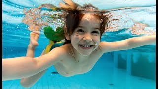 How to Open Your Eyes Underwater Without Goggles on and Not Hurt