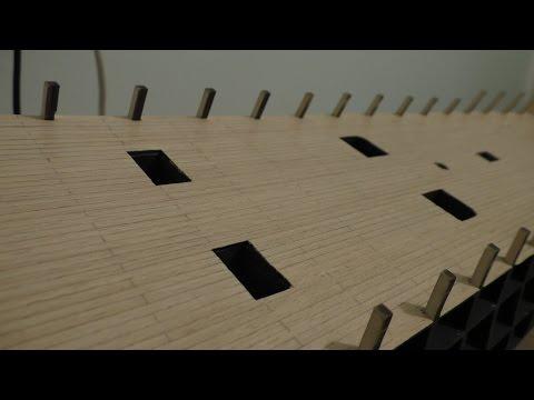 видео: Сборка парусника 12 Апостолов: Нанесение лака на палубу модели парусника