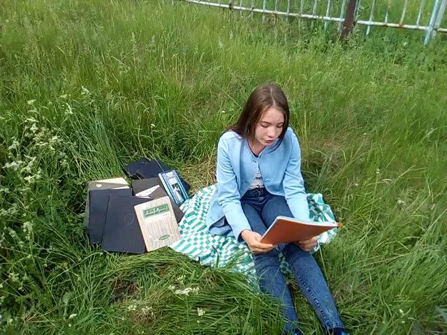 Изображение предпросмотра прочтения – ЭвелинаСаббахова читает произведение «Кукушка» А.А.Фета