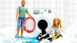 Барби и Кен убираются дома. Видео для девочек с куклами Барби