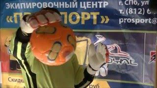 Вратарские перчатки примагничивают мяч(Необычная реклама вратарских перчаток., 2016-02-09T15:39:36.000Z)