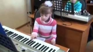Настя на открытом уроке в музыкальной школе, 1 класс