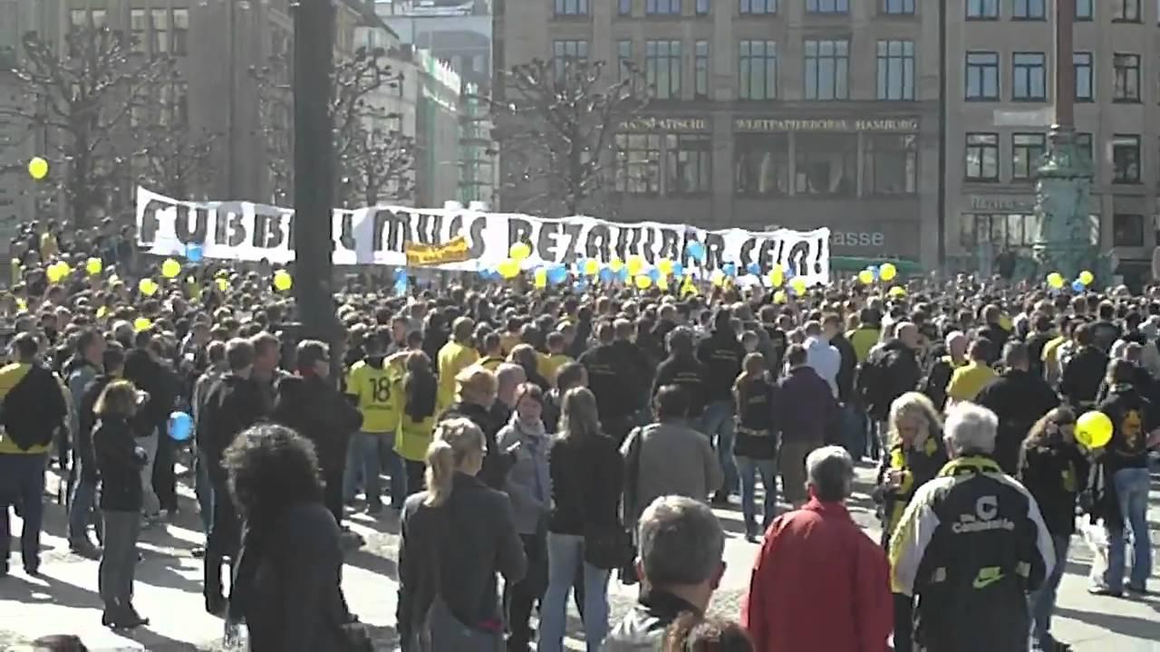 Fußball Demo Hamburg Rathausmarkt Kein Zwanni fürn Steher BVB Dortmund HSV 09 04 2011