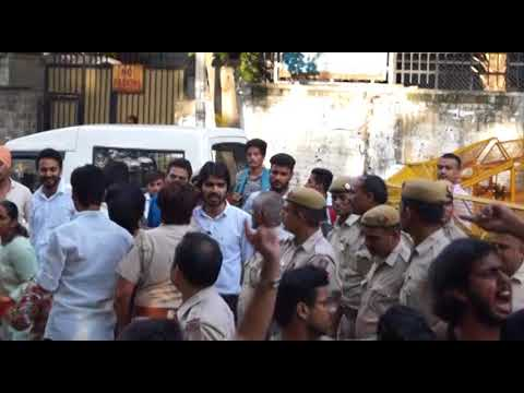 CLASH BETWEEN AISA AND ABVP IN DUSU ELECTION 2017.