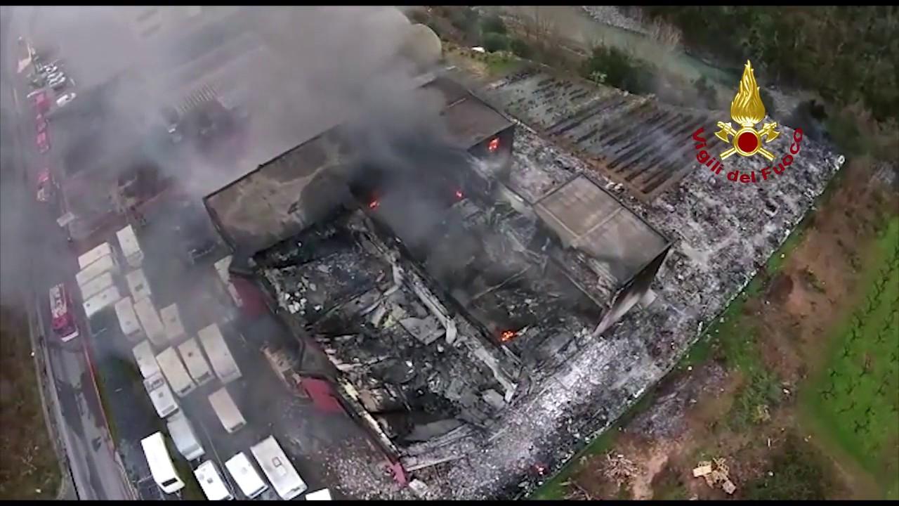 Rimessaggio di Roulotte e Camper a Pogli d'Ortovero distrutto da un incendio.: video #1