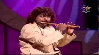 "música carnática del artista flauta ""Praven godkindi"" (india)"