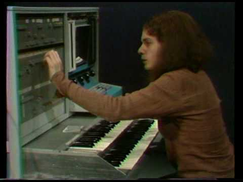 Laurie Spiegel plays Alles synth - temporary replacement