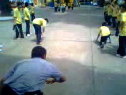Chạy thi với thầy thể dục :)