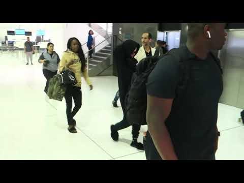 Rihanna jets out of australia