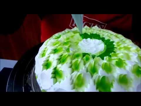 Kiwi cake decoration using rich 39 s kiwi glaze youtube for Decoration kiwi