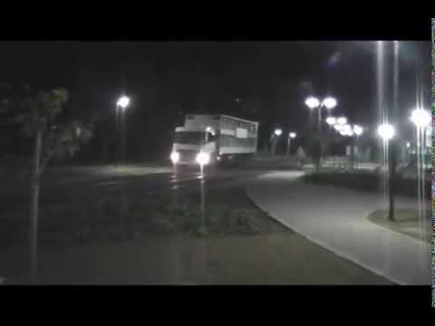 10 07 2014 Motorista embriagado com Caminhão entra na Praça do Lazer em Videira