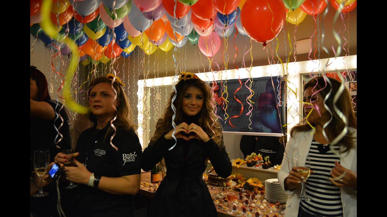 Paula Fernandes recebe Festa de Aniversário Surpresa em camarim pelo