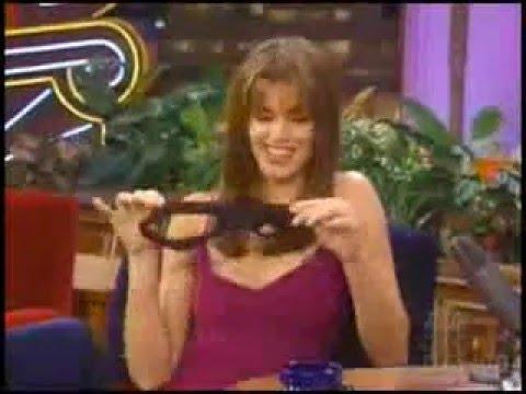 Женщина снимает трусики под столом видео #14