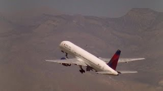 Plane Spotting at Las Vegas Intl. Airport (KLAS) jelmerpilotHD