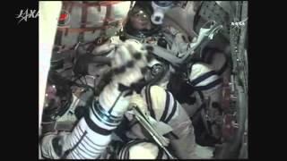ソユーズ宇宙船の乗り心地や長期滞在の決意表明を語る油井宇宙飛行士 (...